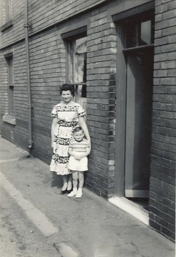 Mrs  Dunn  & Anne outside Springwell Terraces 1958 - Paul Elliott